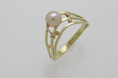 Zlatý prsten s perlou 2 577a6091295